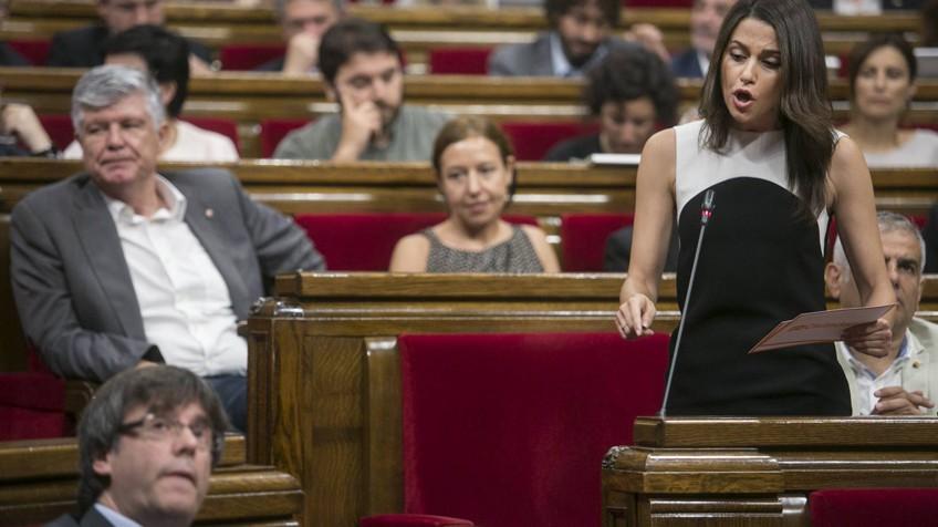 Le parlement de Catalogne choisit la «voie unilatérale»