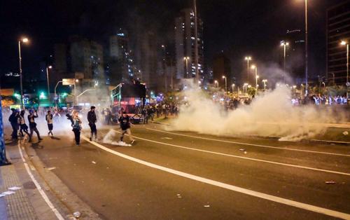 Dimanche 4 septembre, à São Paulo, une manifestation pacifique attaquée par la police militaire