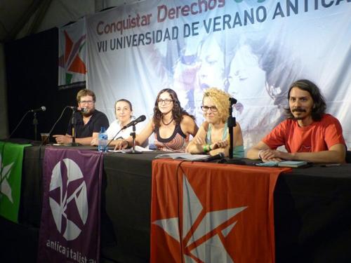 De g. à d., Miguel Urban, Paqui Camacho et María Lobo, de Anticapitalistas, Laia Facet, de Revolta, et Martín Mosquera, de Democracia Socialista d'Argentine. / S. D.