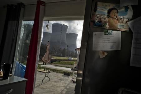 Ces photographies sont extraites du reportage « Fenêtre avec vue », publié dans le journal suisse La Couleur des jours, n° 18, printemps 2016. Copyright Alexandre Mouthon, 2016.