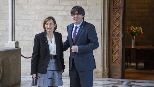 Carme Forcadell (présidente du Parlament) et Carles Puigdemont (président de la Generalitat)