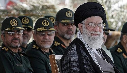 Ayatollah Seyyed Ali Khamenei à l'Université Imam Hussein: les facettes d'un pouvoir