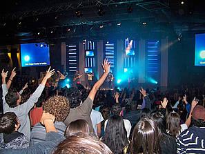 «Les Eglises doivent se faire de la concurrence pour attirer des fidèles. Une question de foi et de marché» (El Périodico, 8 juin 2013)