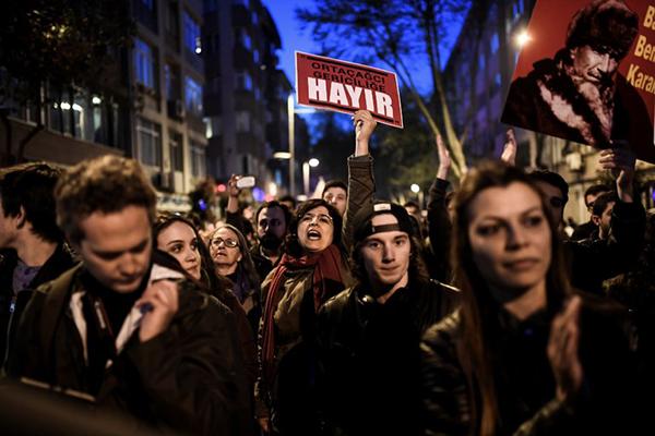 turkey-arrests-dozens-over-referendum-protests