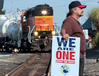 Longshore picketer at Longview against EGT-h-a