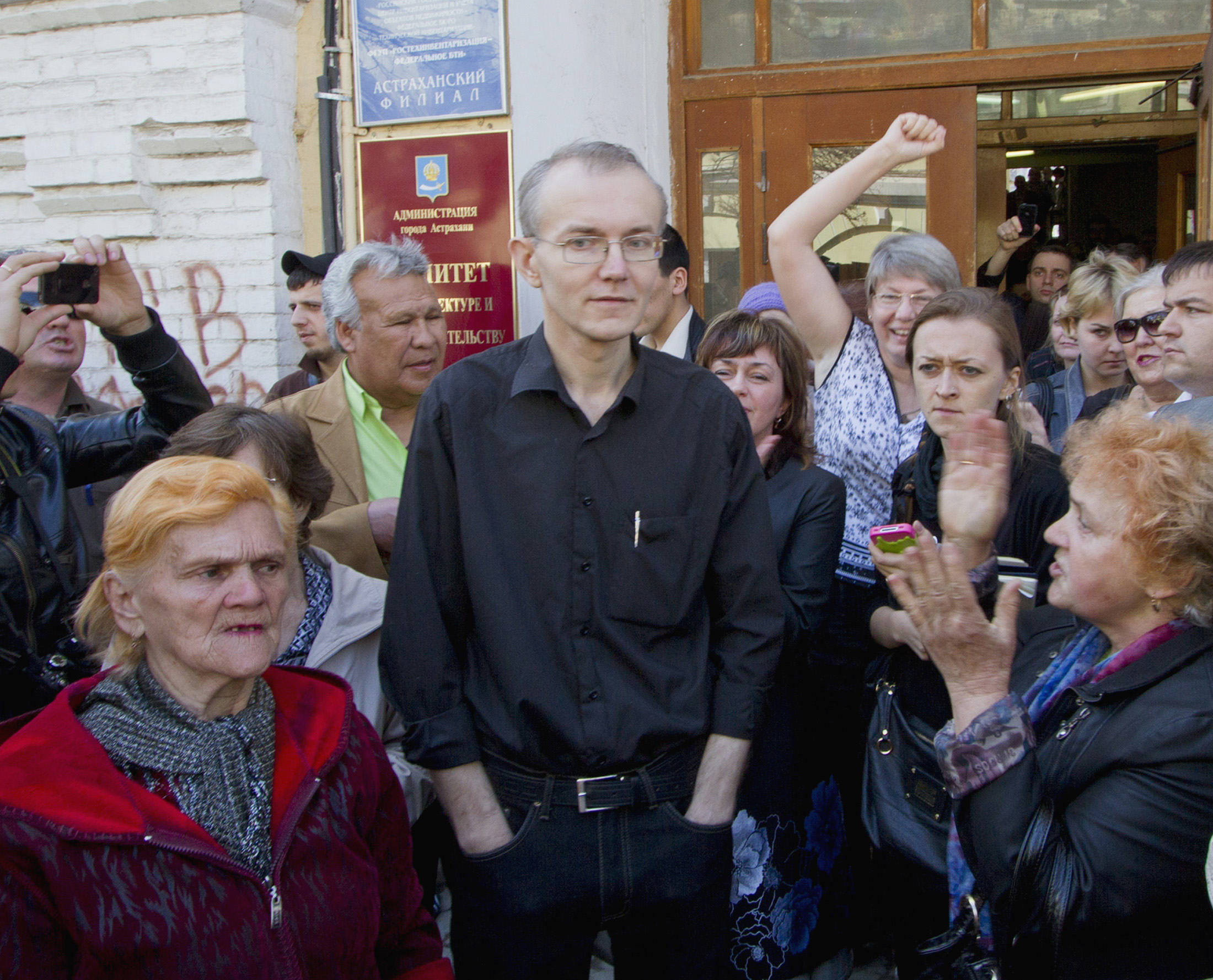 Supporters gather around Shein, the former mayoral candidate for the opposition party, «A Just Russia», in the southern Russian city of Astrakhan