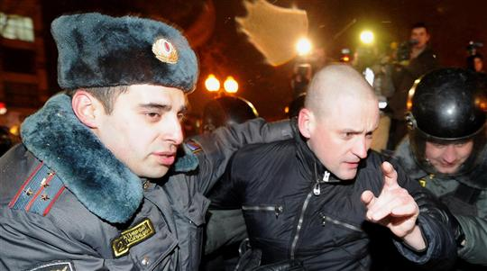 arrestation-de-l-opposant-d-extreme-gauche-serguei-oudaltsov-hier-place-pouchkine-photo-afp-kirill