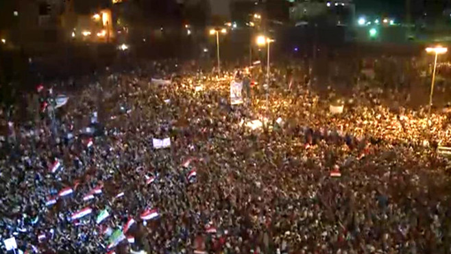 des-milliers-d-egyptiens-manifestent-place-tahrir-contre-les-10707398dzxgo_1713