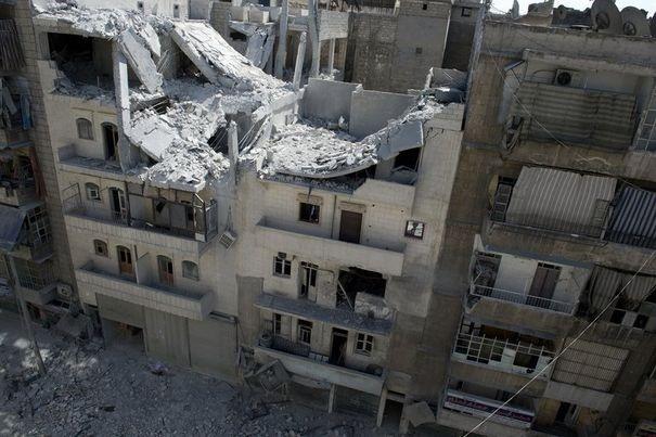 442433_un-immeuble-detruit-par-un-bombardement-aerien-le-23-septembre-2012-a-alep-1