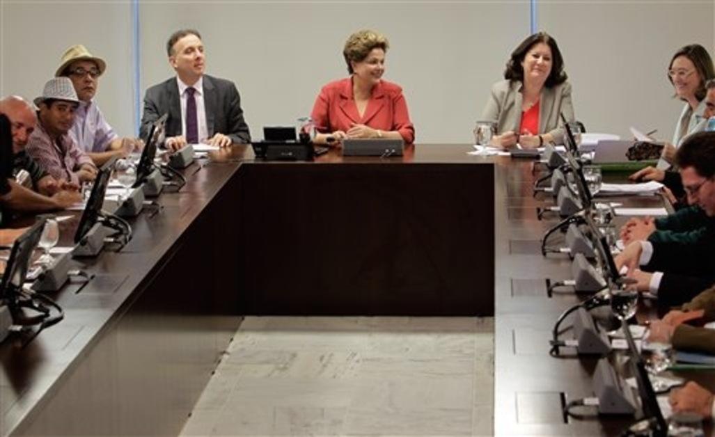 Les-syndicats-bresiliens-annoncent-une-greve-nationale-le-11-juillet_article_popin