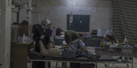 1745121_3_8da9_un-homme-de-l-armee-syrienne-libre-blesse-est_dd23888ab60a689d999b9aed7be017fc