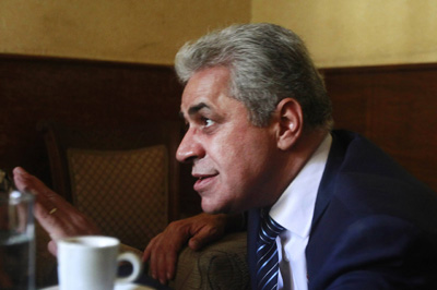 Presidential candidate Hamdeen Sabahi talks to the media in a cafe in Cairo