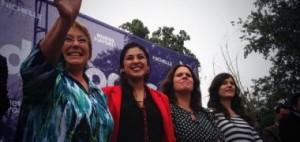 M. Bachelet avec les députées du PC (Camilla Vallejo à droite)