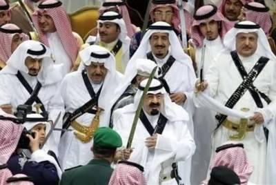 photo de-famille-princiere-al-saoud-au-centre-le-prince-abdallah-ben-abdelaziz-al-saoud-successeur-de-fahd-ben-abdelaziz-al-saoud-son-demi-frere