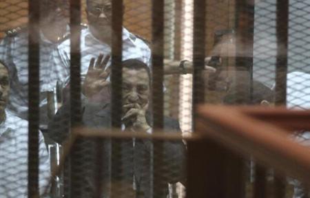 648x415_ex-president-egyptien-hosni-moubarak-tribunal-durant-proces-caire-21-mai-2014
