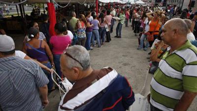 Colas-Venezolanos-Caracas-alimentos-desabastecimiento_CLAIMA20150103_0103_27