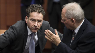 jeroen_dijsselbloem_a_droite_et_wolfgang_schauble_le_ministre_federal_des_finances_allemand_au_debut_des_debats_a_bruxelles