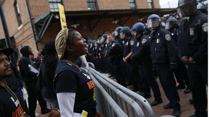 baltimore-scuffles-police-protest.si
