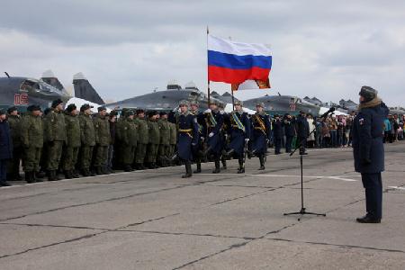 Ceremonie-bienvenue-pour-militaires-russes-reviennent-Syrie-base-aerienne-pres-ville-russe-Voronezh-mardi-15-mars-2016_0_730_486
