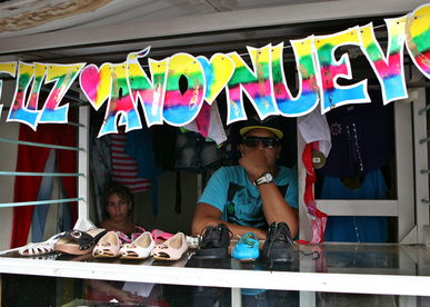 cuba-ventas_de_ropa_importada-prohibicion-raul_castro_lncima20131230_0099_13