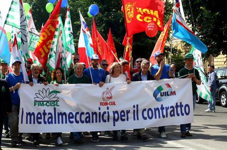 Lavoro: metalmeccanici in piazza a Roma
