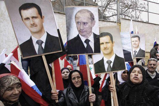 des-partisans-de-bashar-al-assad-manifestent